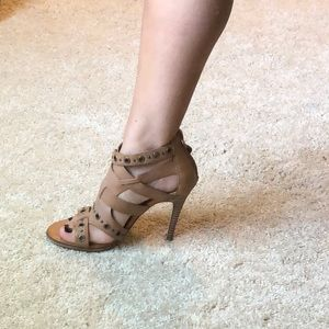 Dolce vita heels with buckles!